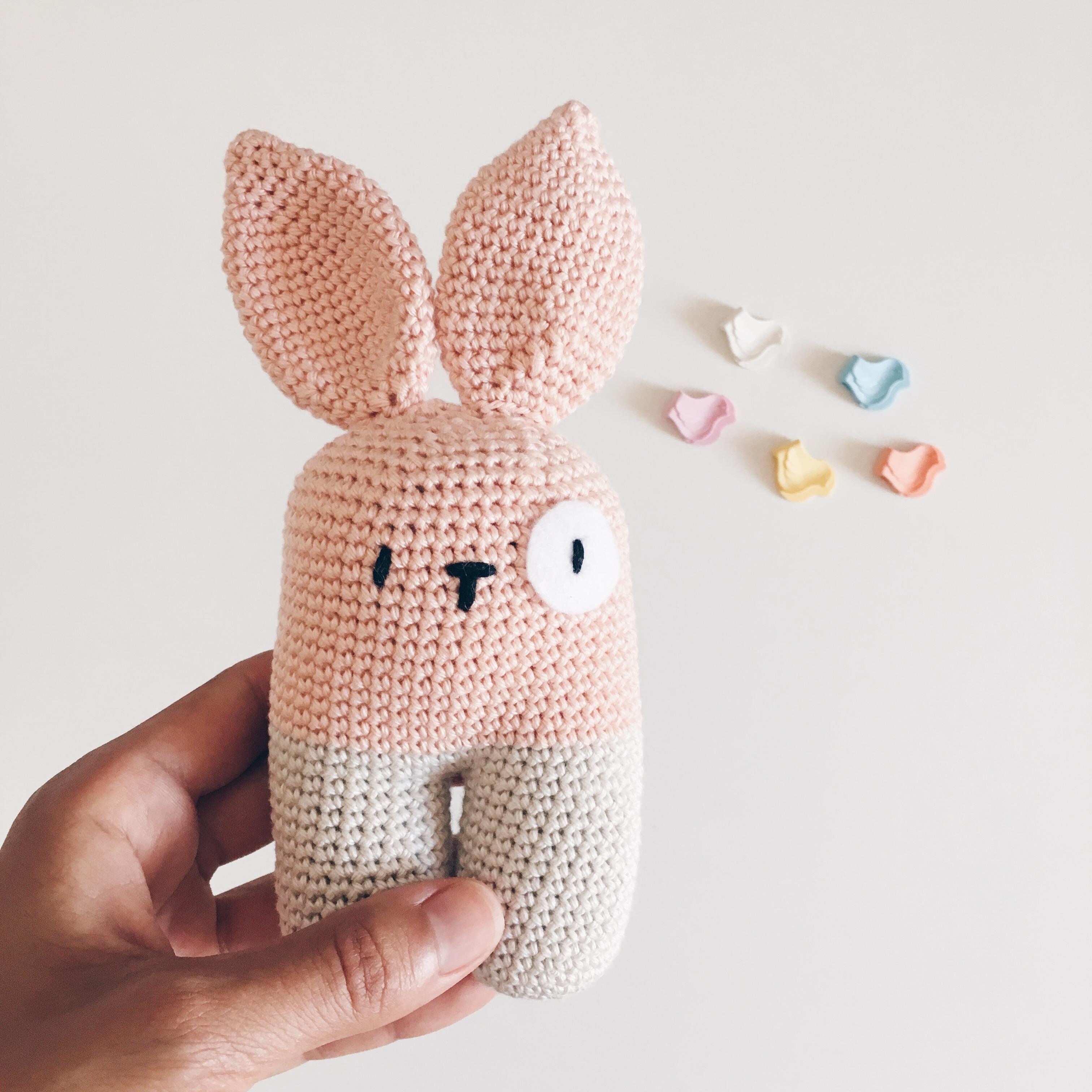 El conejito bípedo de Lanukas – Knitting is cool