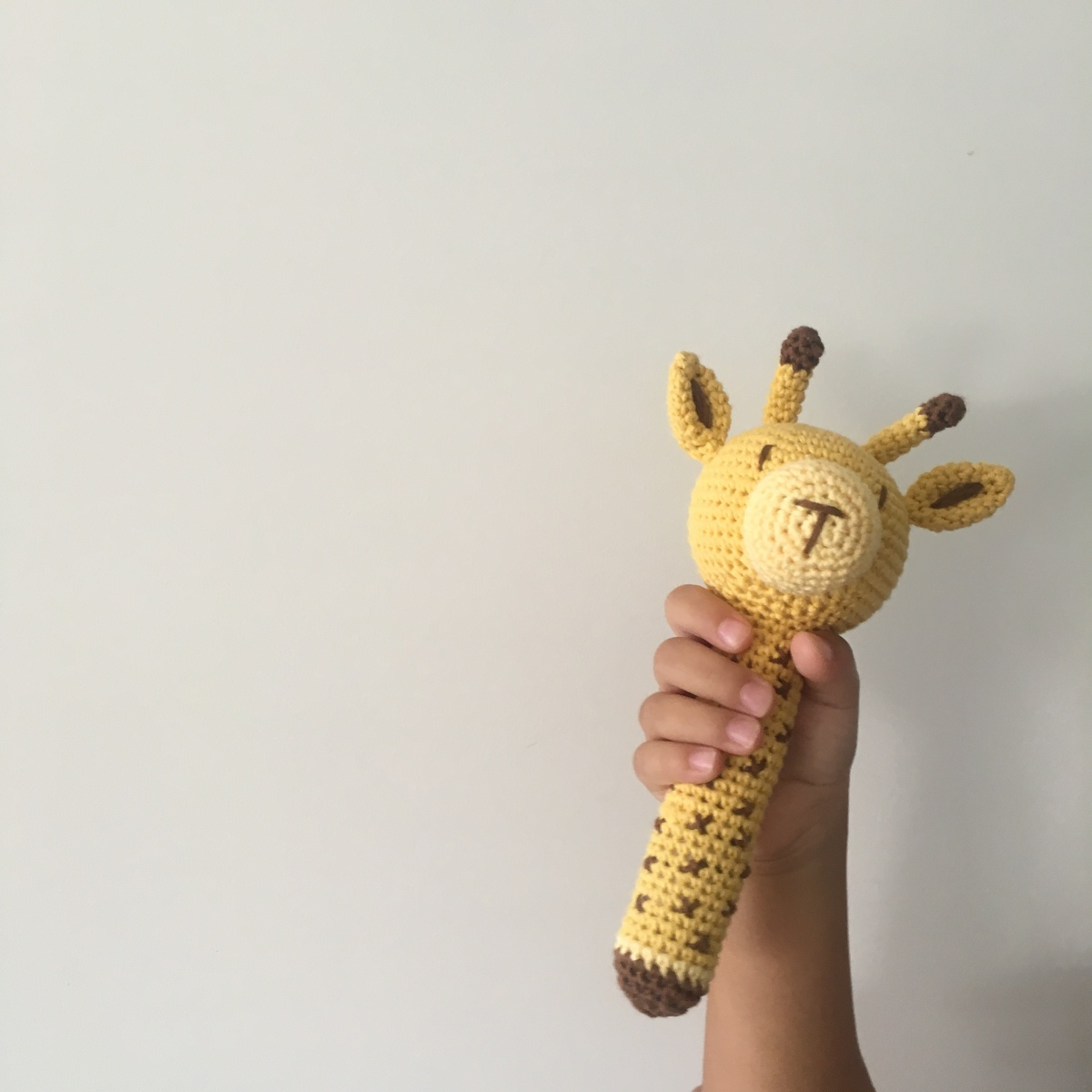 Tali, la jirafa en el blog de DMC – Knitting is cool